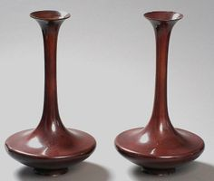 Pair of very elegant vases with long necks. Bronze. Japan, Meiji-period (1868 - 1912). HEIGHTS 40 CM. From the collection Dr. Johannes Teufl.