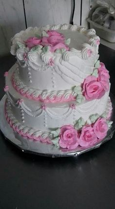 A wedding cake with iced roses Cake Decorating Icing, Creative Cake Decorating, Cake Decorating Videos, Cake Decorating Techniques, Creative Cakes, Pretty Wedding Cakes, Wedding Sweets, Amazing Wedding Cakes, Pretty Cakes