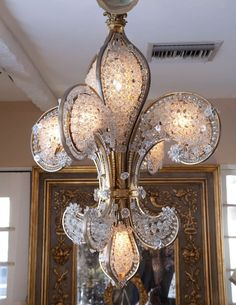 Oh my heart! Look at this Fleur de Lis crystal chandelier Unique Lighting, Home Lighting, Lighting Design, French Decor, French Country Decorating, Country French, Muebles Estilo Art Nouveau, Antique Lamps, Chandelier Lighting