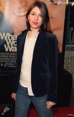 Sofia Coppola porte la veste d'homme avec un jean pour une allure décontractée. Sa touche... - Photos