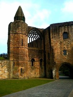 Dunfermline Abbey & Palace.  http://www.europealacarte.co.uk/blog/2012/05/10/dunfermline-scotland/