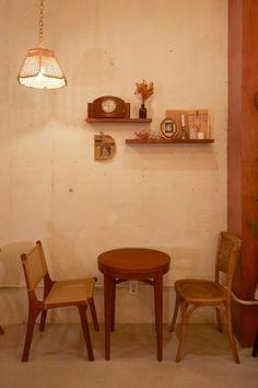 큐플레이스 :: 상가 인테리어 비교견적 서비스 Coffee Shop Interior Design, Coffee Shop Design, Cafe Design, Pastel Decor, Cafe House, Vintage Cafe, Cafe Shop, Minimalist Decor, Coffee Store
