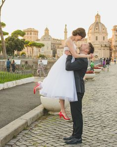 This chic, vintage styled Audrey Hepburn 'Roman Holiday' Italian Elopement set in romantic Roma will steal your heart! Pics: Rochelle Cheever Photography http://www.confettidaydreams.com/audrey-hepburns-roman-holiday-italian-elopement/