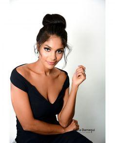 """56 curtidas, 3 comentários - Carla Barraqui (@carlabarraqui) no Instagram: """"A atriz @barbarareis escolheu esse look e beleza para coletiva da estréia da super série Os dias…"""""""