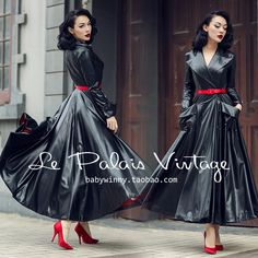 le palais vintage - Wet Look Silk dress. Red lining. Simply Breath-taking