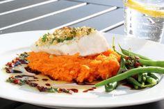 Ovnsbakt torsk med nøttelokk, søtpotetmos og soyasmør - TRINEs MATBLOGG Fish And Seafood, Fish Recipes, Risotto, Drink, Dinner, Eat, Ethnic Recipes, Suppers, Drinking