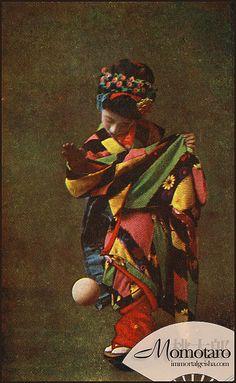 Momotaro - Taisho Era Maiko by Naomi no Kimono Asobi, via Flickr  (Taisho Era: July 30, 1912, to December 25, 1926)