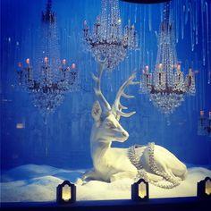 Heavenly blue #holidaywindows @tiffanyandco #christmasinnyc #fashionista #NYC  #holiday #christmaswindows