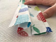 RKI: Selbstgenähter Mundschutz gegen we are going to be able to crochet Your Deal with Face mask Together with Filter. Sewing Courses, Cat Quilt, Mouth Guard, Hacks Diy, Machine Quilting, Decorative Pillows, Textiles, Sewing Projects, About Me Blog