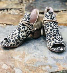 Shoes - Very G Sillian Booties In Leopard Fall Fashion Trends, Trendy Fashion, Autumn Fashion, Animal Print Outfits, Only Clothing, Black Rubber, Fashion Boutique, Amazing Women, Open Toe