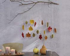 Herbstliche Dekoration: gehäkelte Laubblätter als Wandschmuck oder zur Tischdeko