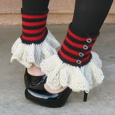 RED QUEEN hand knit striped button spats with ruffle -- I'm pretty sure this is knitted, but it wouldn't be hard to figure out how to crochet this. Crochet Shoes, Knit Crochet, Hand Knitting, Knitting Patterns, Loom Knitting, Crochet Patterns, Queen Of Hearts Costume, Red Queen Costume, Wonderland Costumes