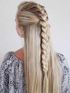 Here are the 100 best hair trends for the year In this gallery you will find hairstyles for all seasons. These hairstyles are ranging from the sleek to chic, easy to do to messy ones. No matter what you are wearing, for a women her hairstyle is t Pretty Hairstyles, Braided Hairstyles, Hairstyle Ideas, Natural Hairstyles, Summer Hairstyles, Perfect Hairstyle, Teenage Hairstyles, Hairstyles 2018, Medium Hairstyles