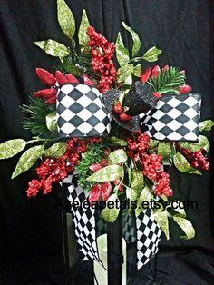 Top Hat Christmas Lantern Swag, Christmas Tree Topper, Christmas Lantern Swag, Centerpiece Black  White, Christmas Decor on Etsy, $35.00