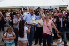 """Buzzi entregó 53 viviendas para la Cooperativa """"9 de Agosto"""" en Comodoro http://www.ambitosur.com.ar/buzzi-entrego-53-viviendas-para-la-cooperativa-9-de-agosto-en-comodoro/ El presidente de la organización, Gustavo Italiani valoró el acompañamiento y el trabajo conjunto con la actual gestión provincial que permitió finalizar las viviendas, proyecto que estuvo detenido durante años.     Como parte de las actividades que el gobernador Martín Buzzi realizó este juev"""