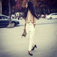 So chic #emmetrend #fashionista #fashionblogger #chic #overalls #silk #blusa #model #streetchic #streetlook #streetstyle #blogger #model