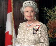 Queen Elizabeth II wearing the Grand Duchess Vladimir Tiara. Very nice picture for Queen Elizabeth II. Facts About Queen Elizabeth, Queen Elizabeth Ii, Queen Mary, Queen Mother, Queen Queen, Royal Crowns, Royal Tiaras, Isabel Ii, Her Majesty The Queen