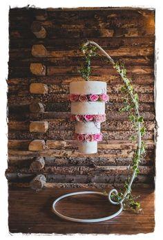31 diseños de Chandelier cake , pastel candelabro, o torta al revés; llamada así por su forma cónica que da la sensación de estar colgado boca abajo