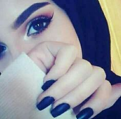 Image in eyes 👀 👁 collection by ‍princess Rose – Hijab Fashion 2020 Arab Girls Hijab, Muslim Girls, Hijabi Girl, Girl Hijab, Hijab Outfit, Stylish Girls Photos, Stylish Girl Pic, Beautiful Girl Photo, Beautiful Hijab