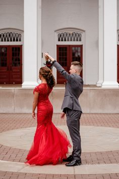 Photography Poses Prom Dresses Ideas Photography Poses Prom Dresses I Prom Pictures Couples, Homecoming Pictures, Prom Couples, Prom Photos, Prom Pics, Teen Couples, Couple Pictures, Maternity Pictures, Prom Photography Poses