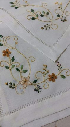 This Pin was discovered by HUZ Hand Embroidery Flowers, Silk Ribbon Embroidery, Crewel Embroidery, Vintage Embroidery, Cross Stitch Embroidery, Embroidery Designs, Hand Embroidery Patterns, Machine Embroidery, Cross Stitch Heart