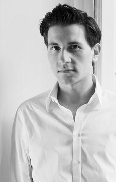 Jorge Acuña, diseñador de moda    nodigasiconoporfavor.com