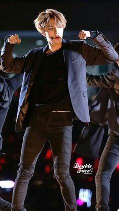 Can you just stop being so damn fudging hottt. I wanna stay loyal to my bias but Lord Oh Sehun has to make it hella hard 😭😭😭😭 Chanyeol, Kyungsoo, Sehun Hot, Rapper, Exo Korean, Kim Minseok, Hunhan, Exo Members, Chinese Boy