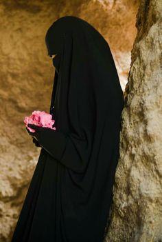 Niqab Eyes, Hijab Niqab, Mode Hijab, Burqa Fashion, Muslim Women Fashion, Women's Fashion, Arab Girls Hijab, Muslim Girls, Muslim Couples