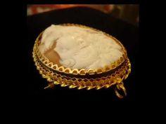Camafeo vintage italiano tipo broche y colgante, un retrato realista tallado sobre concha natural con un marco de oro bellamente adornado, una romántica obra de arte. Dimensiones :  7cmX5cm #vintage #antiques #pty #panama #calle56 #obarrio #regalos #joyeria