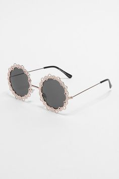 Black circular embellished sunglasses #gift #TALLYWEiJL Blink Blink, Tally Weijl, Clothing Ideas, Round Sunglasses, Gifts, Accessories, Black, Style, Fashion