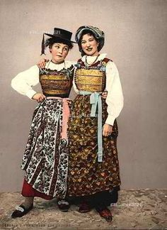 Portrait of young girls in traditional clothes of Cadore, at the time of the Habsburg rule Süd Tirol/alto adige, Italy Folk Costume, Costumes, World Thinking Day, Austria, Draped Fabric, Ethnic Fashion, World Cultures, Traditional Dresses, European Clothing