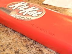 the perspective of a palindromic mind: How to Make a Giant Kit Kat Bar Giant Kit Kat Bar, Yummy Food, Yummy Recipes, Perspective, Treats, Homemade, How To Make, Gifts, Fun Ideas