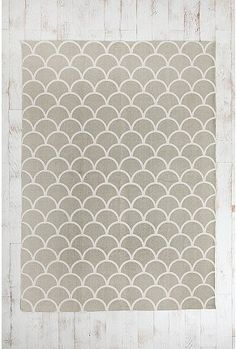 grey scallop rug  -  using vinyl flooring on wrong side to make area rug