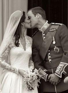 The Black and White Photo Version of The Duke and Duchess of Cambridge Iconic Kiss on The Royal Balcony