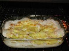 Le patate al latte sono un contorno buonissimo che si prepara in poco tempo e che con la sua delicatezza accompagna piatti più corposi. Il latte impreziosisce questo contorno senza renderlo pesante.