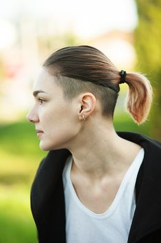 Nape Undercut Informations About Nape Undercut Pin You can eas Undercut Hairstyles Women, Shaved Side Hairstyles, Short Hairstyles For Women, Undercut Women, Men's Hairstyle, Medium Hairstyles, Haircuts, Shaved Undercut, Short Hair Undercut