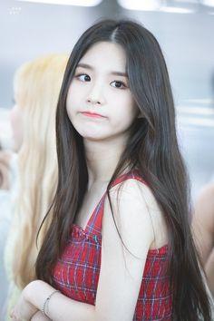 LOONA-HeeJin 190815 Incheon Airport to LA Ulzzang Korean Girl, Cute Korean Girl, South Korean Girls, Asian Girl, Kpop Girl Groups, Korean Girl Groups, Kpop Girls, Cute Girls, Cool Girl