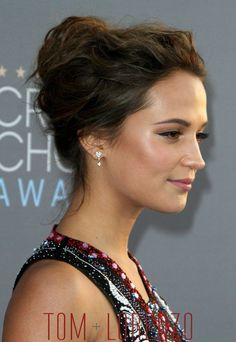 Alicia-Vikander-Danish-Girl-Critics'-Choice-Awards-2016-Red-Carpet-Fashion-Mary-Katrantzou-Tom-Lorenzo-Site (3)