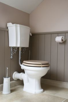 Toilet - toilet room - lavatory - old fashion toilet -mono block toilet - old style toilet - toilettes - wc - retro wc - toiletroom inspiration - wc toilette - wc's - retro toilet - london collection - the retro look - low level toilet Small Toilet Room, New Toilet, Downstairs Cloakroom, Downstairs Toilet, Wc Retro, Low Level Toilet, Understairs Toilet, Victorian Toilet, Home