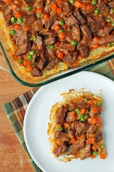 This Meat and Potatoes Bake has steak, veggies and potatoes in a rich beef gravy. Just 306 calories or 8 Green, 8 Blue or 6 Purple SmartPoints per serving! Ww Recipes, Dinner Recipes, Healthy Recipes, Dinner Ideas, Teriyaki Chicken And Rice, Beef And Potatoes, Meat And Potatoes Recipes, Beef Gravy, Beef Tips