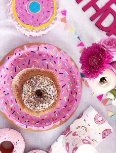 Donut-Deko: Alle sind verrückt nach Donuts als bunte Partydeko – mit Hefe, mit Streuseln oder klassisch. (Suchanfragen für Donut-Deko +748 %)