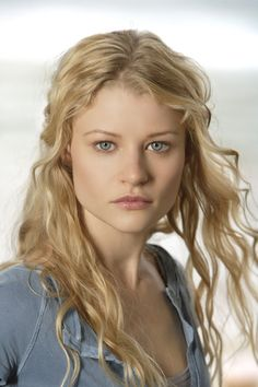 Emilie de Ravin. or Claire Littleton. shes so pretty. #Australia #celebrities #EmiliedeRavin Australian celebrity Emilie de Ravin loves http://www.kangabulletin.com