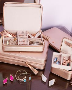 Thoughtful Christmas Gifts: Store your most-worn statements and essentials in our Medium Travel Jewelry Case in Rose Gold (Kendra's favorite metallic). Combining style and functionality, this travel jewelry case is divided into multiple areas and also comes with a removable pouch. This Medium Travel Jewelry Case is designed for wherever life takes you - and will even look gorgeous on your vanity.