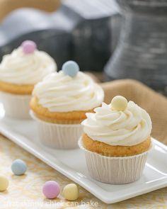 Buttercream Topped Vanilla Cupcakes | Delightfully delicious vanilla cupcakes!: