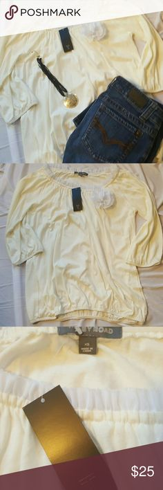 🆕 TINLEY ROAD BLOUSE Very cute cream colored blouse with attached flower size xs elastic at arms and at bottom of blouse NWT Tinley Road Tops Blouses