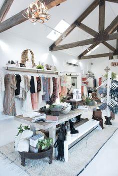 39 Ideas Clothes Design Store Interior Visual Merchandising For 2019 Boutique Decor, Boutique Design, A Boutique, Boutique Displays, Boutique Ideas, Clothing Boutique Interior, Retail Boutique, Boutique Stores, Visual Merchandising