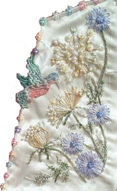I ❤ embroidery . . . Queen Anne's Lace  This design was originally used on a round robin block. At the time, Queen Anne's Lace (QAL) and Chicory, some of my favorite flowers, were in bloom.  ~By Stephanie Novatski © 2004