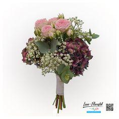 Brautstrauß mit französischen Hortensien, Eukalyptus, Schleierkraut und rosa Polyantha Rosen Floral Wreath, Wreaths, Decor, Fresh Flowers, Hydrangeas, Hair Jewelry, Dekoration, Floral Crown, Decoration
