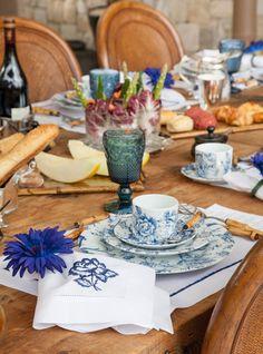 Decoração de: Detalhes; copo de vidro azul; Casa de Valentina