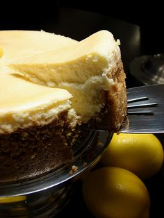 Tall & Creamy Meyer Lemon Cheesecake - unlike your typical heavy and dense cheesecake, this cheesecake is light and fluffy. Meyer Lemon Recipes, Lemon Desserts, Just Desserts, Lemon Cheesecake, Cheesecake Recipes, Dessert Recipes, Classic Cheesecake, Yummy Treats, Sweet Treats